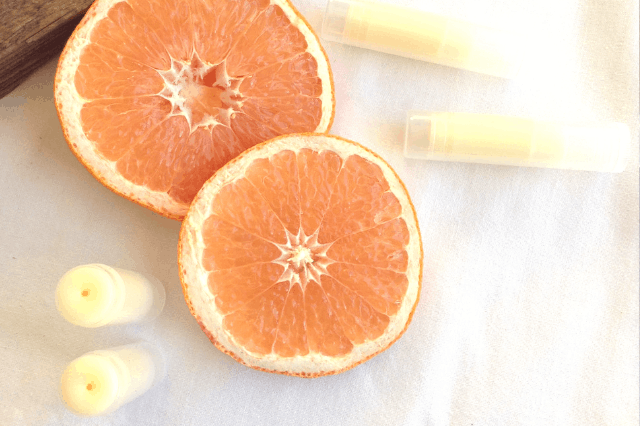 Easy DIY grapefruit lip balm made with all natural ingredients and essential oil #easydiy #naturalbeauty #naturalhealth #grapefruit #essentialoils #EORrecipes #EssentialOilDIY