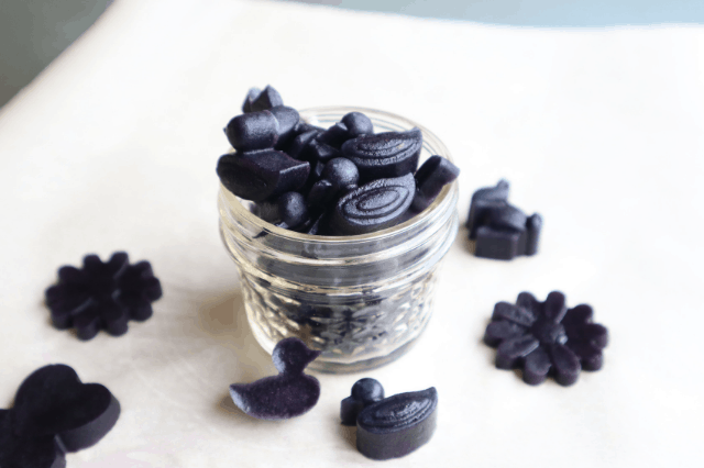 homemade probiotic blackberry gummies