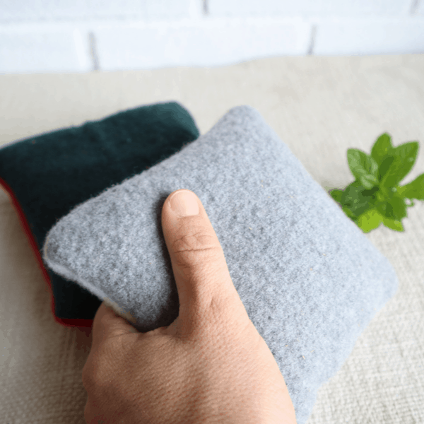 How to use herbal heating packs