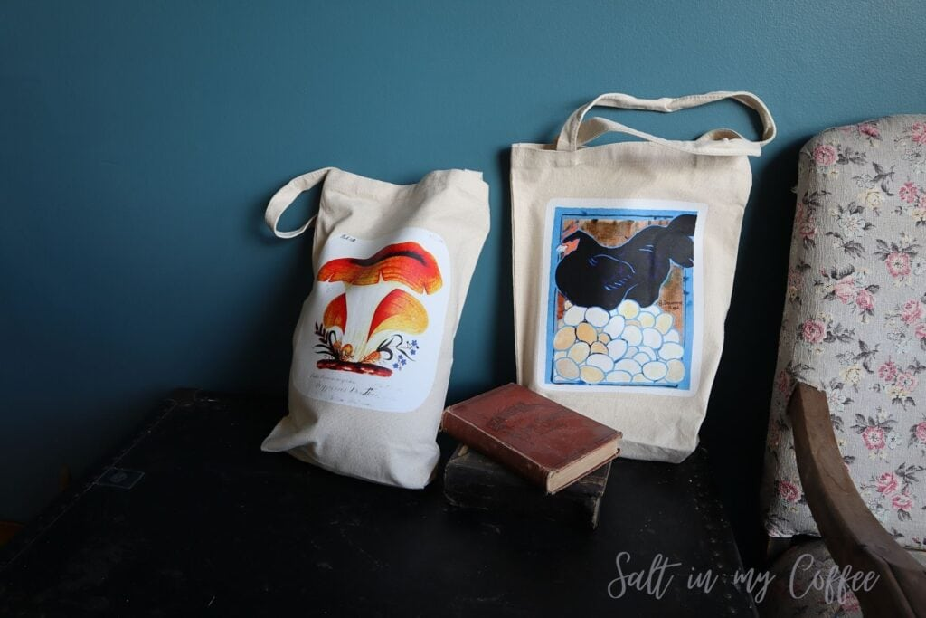 Tote bags customized with vintage images